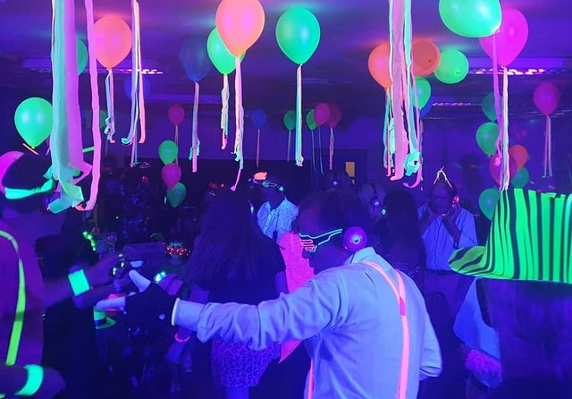 Silent disco kit & equipment rental for events, parties & weddings